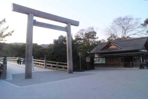 初詣 神社とお寺に両方行っても大丈夫?ご利益倍増を願うアラサーのための知恵を紹介!