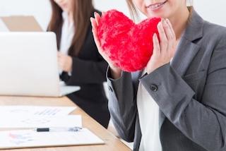 片思いが辛い?社内恋愛の落とし穴を避けて成功する4つの忠告!